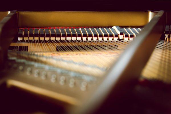 Få en klaverstemmer ud til dit klaver eller flygel